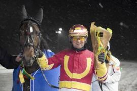 Mjølner Komet og Jan Roar Mjølnerød startet fjoråret med å vinne V75 på Bjerke – det nye året har også begynt bra og i kveld kan Komet'n bli millionær (foto: hesteguiden.com)