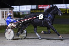 Dag Støvar jakter sin 10. karriereseier i bare den 14. starten – ordner Tom Erik Solberg den biffen i V76-1? (foto: hesteguiden.com)
