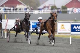 Slik så det ut da Denise F. Boko lekte seg til seier i samme løp i fjor – blir det like lett i dag? (foto: hesteguiden.com)