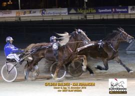 Innvendige Gylden Balder spurtet ned Teddy Gutten Støen tross langt skadeavbrekk – de møtes igjen i  et herlig V76-6 på Bjerke (foto: hesteguiden.com)