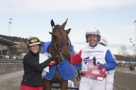 Blir det mer jubel for trener Karoline Krogh-Hansen og Thor Borg etter at Pebbe Simoni  er i mål i V76-6 på Bjerke onsdag? (foto: hesteguiden.com)