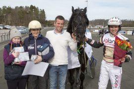 Blir det nok en V75-seier for Charm Elden og kretsen rundt 6-åringen på Drammen i dag? (foto: hesteguiden.com)