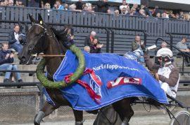 Hoppederbyvinner Madelen L.T.C. prøver seg mot eldre gutter i V76-6 på Bjerke onsdag (foto: hesteguiden.com)