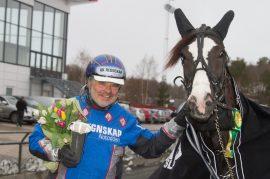 Tar Johan Herbjørn Undem og hans ferske V75-vinner Nadine U.N. sin tredje strake tross tillegg i V76-finalen onsdag? (foto: hesteguiden.com)
