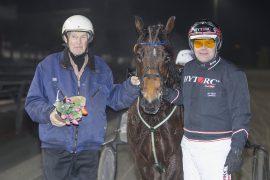 TÅLMODIGHET ER EN DYD: 14-årige Kjekk Pila debuterte med seier i fjor  – kan Skøiar-datteren til Jens Hæreid Jacobsen ta nok en seier for GV onsdag? (foto: hesteguiden.com)
